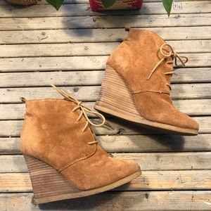 Steve Madden Danni brown suede wedge lace up boots